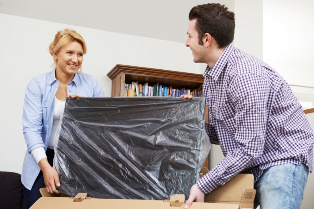 couple-unboxing-new-tv