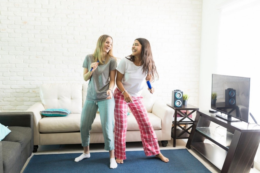 teenagers who love to dance to their tv